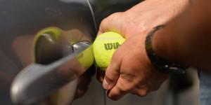 Estafa pelota de tenis -Apertcar-Rubi-Barcelona